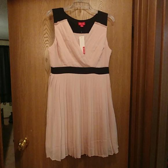 Elle Dresses & Skirts - Light pink and black sleeveless dress